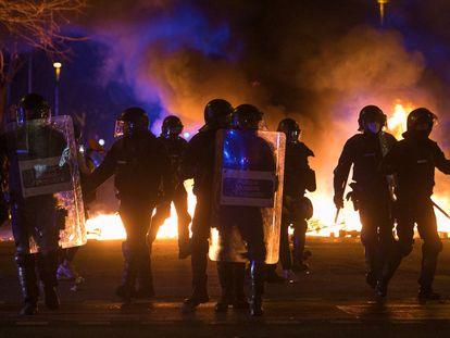 Mossos d'Esquadra durante las protestas.