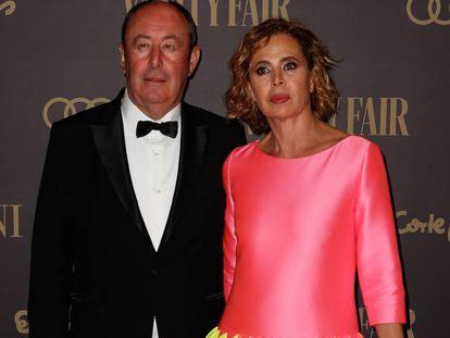 Luis Miguel Rodríguez y Agatha Ruiz de la Prada, en la fiesta de 'Vanity Fair', en Madrid, el pasado noviembre.