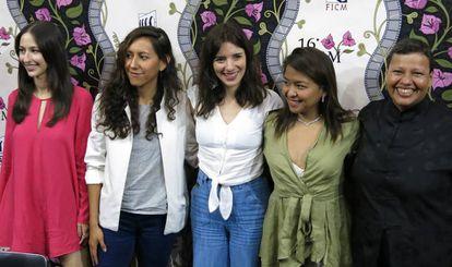 La directora de 'La camarista', Lila Avilés (centro), con su equipo.