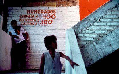 Pintadas sobre la pared del interior de una plaza de toros de León, en Guanajuato (México).
