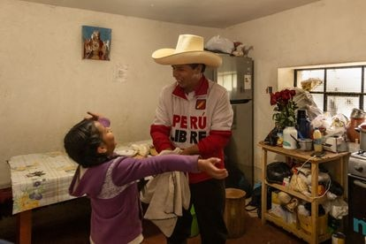Pedro Castillo in the kitchen of his house in Chugur, Chota, with his little daughter Alondra, nine years old.