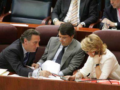 Alfredo Prada, Ignacio González y Esperanza Aguirre durante un pleno de la Asamblea de Madrid, en una imagen de archivo.