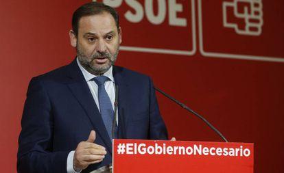 El ministro de Fomento, José Luis Ábalos, tras la ejecutiva del PSOE.