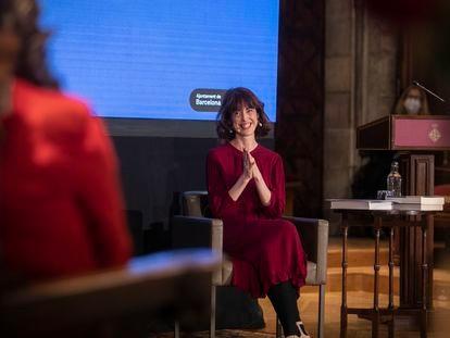 Irene Vallejo, pregonera de la 'diada' de Sant Jordi 2021 durante la ceremonia en el Salón de Cent del Ayuntamiento de Barcelona.
