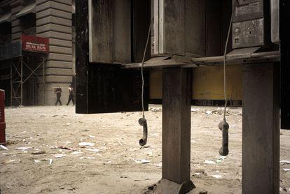 Unos teléfonos en el distrito financiero de Nueva York, el 11 de septiembre de 2001.