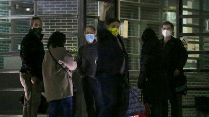 Los líderes independentistas presos entrando en la cárcel, el 9 de marzo.