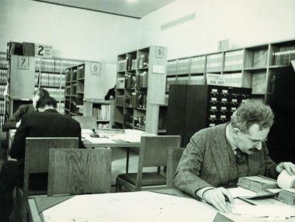 Walter Benjamin, en la Biblioteca Nacional de Francia en París, en 1939.