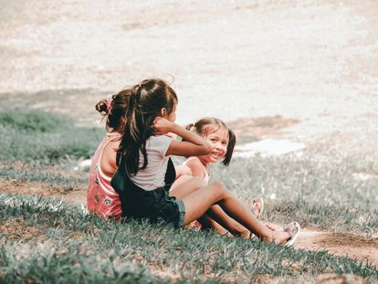 En la infancia se asientan los pilares de toda nuestra vida adulta, según Tania García, autora de 'Hermanos'.