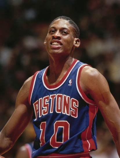 Un joven Dennis Rodman, durante un partido de los Detroit Pistons en 1986 en el Omni Arena de Atlanta.
