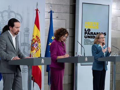 Pablo Iglesias, María Jesús Montero, y Nadia Calviño, durante la rueda de prensa de este martes.