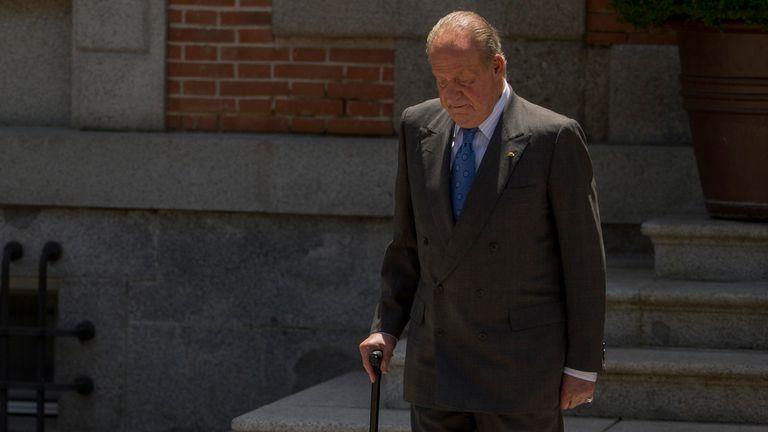 Juan Carlos I, ante el palacio de la Zarzuela el 9 de junio de 2014, en sus últimos días como Rey.