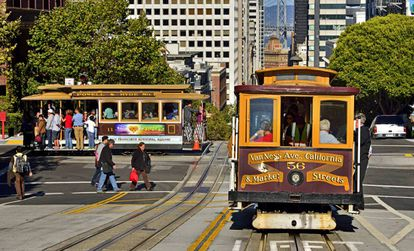 Cable Car circulando en San Francisco, California.