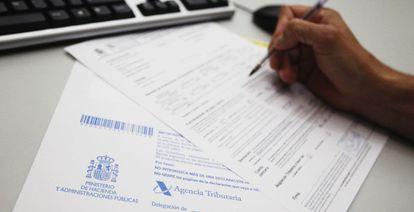 Los contribuyentes que perciban salarios superires a los 22.000 euros brutos anuales deben hacer la Declaración de la Renta.