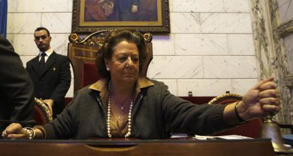 La alcaldesa de Valencia, Rita Barberá, durante el pleno del Ayuntamiento.