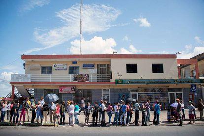 Fila en un supermercado en Ciudad Bolívar (Venezuela) el pasado diciembre.