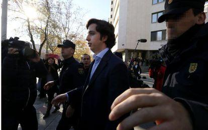 Francisco Nicolás Gómez Iglesias, a la salida de los juzgados
