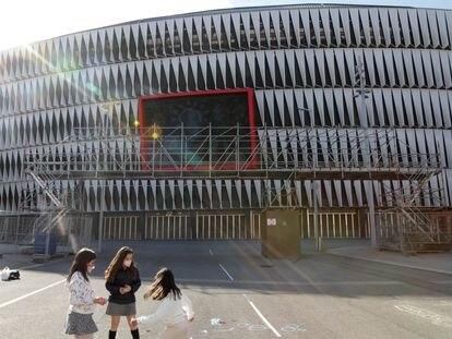 La esplanada de San Mames con preparativos para la Eurocopa en marzo.