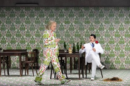 Wig encounter: Falstaff (Christopher Purves) and Ford / Fontana (Stéphane Degout) in their second act encounter.