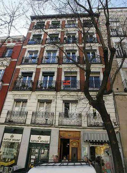 Vista de la fachada de la vivienda, en el número 100 de la calle de Atocha.
