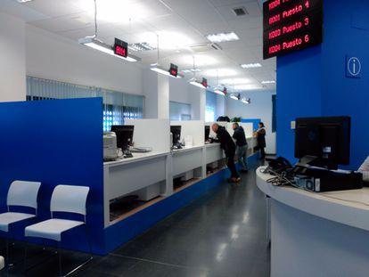 Interior de la Oficina de Atención Integral al Contribuyente de Hortaleza.