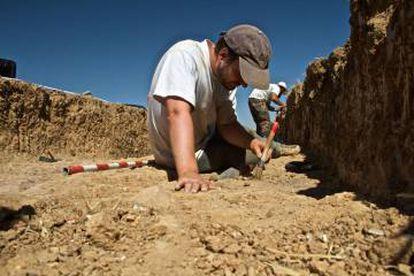 Arqueólogos en Dessóbriga en la campaña de 2016.