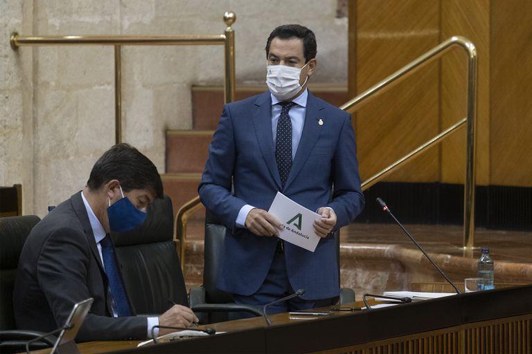 El presidente de la Junta de Andalucía, Juan Manuel Moreno, en el Parlamento regional.