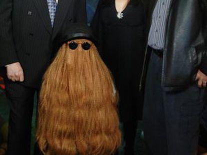 Cuatro integrantes de la serie de televisión 'La Familia Adams', en una fiesta en 2006. De izquierda a derecha: John Astin (Gómez), Félix Silla (Itt), Lisa Loring (Wednesday) y Ken Weatherwax (Pugsley).