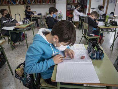 Un alumno en el colegio público Mare Nostrum de Valencia, la semana pasada.