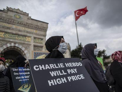 Protestas en Estambul tras la nueva publicación de las caricaturas de Mahoma por Charlie Hebdo al comienzo del juicio por los atentados de enero de 2015