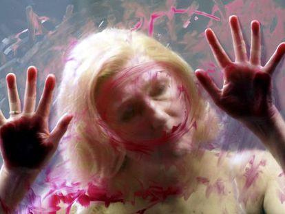 Angela Denoke, como Alceste, en la escena del suicidio.