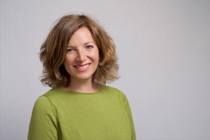 Esther Ramírez, psicóloga especialista en perinatalidad y terapeuta familiar, publica 'Psicología del posparto'.