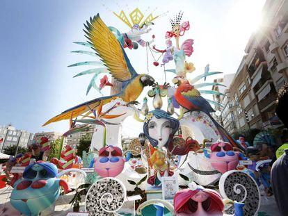 'Festa tropical', de Séneca-Autobusos, obra de Manolo Algarra y José Gallego, se ha adjudicado hoy el primer premio de la categoría especial de las fiestas de Hogueras de Alicante 2017 por tercer año consecutivo.