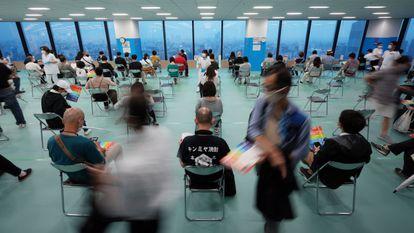 Vacunación con dosis de Moderna en Tokio (Japón), el 30 de junio.