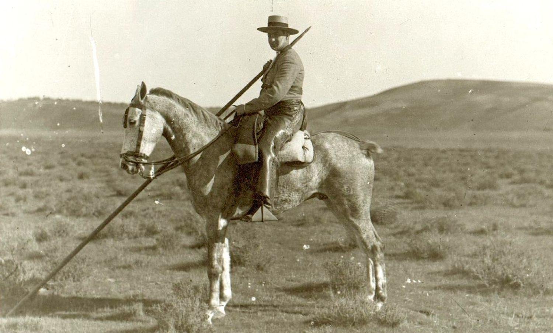 Joselito El Gallo, montado en la jaca Pandereta, regalo de la familia Miura.