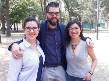 Los periodistas Nayeli Roldán Sánchez, Manuel Ureste Cava y Miriam Castillo Moya en la Ciudad de México.