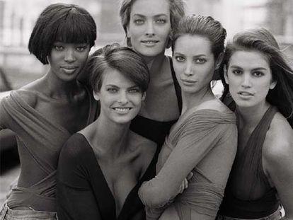 Las modelos Naomi Campbell, Linda Evangelista, Tatjana Patiz, Christy Turlington y Cindy Crawford, fotografidas en 1990 por Peter Lindberg.