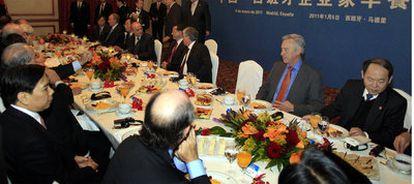 Reunión de las delegaciones encabezadas por el viceprimer ministro chino, Li Keqiang, y el ministro de Industria, Miguel Sebastián, en el desayuno organizado por el ICEX.