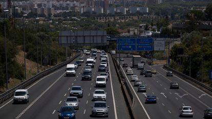 Tráfico en la autovía A-49 a la salida de Sevilla, el 1 de julio.