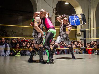 La Trple W presenta espectáculos de Lucha Libre en La Tabacalera.
