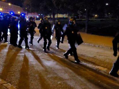 55 detenciones, un apuñalamiento y una denuncia por agresión sexual en los botellones de madrugada en Madrid