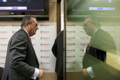 El presidente de Aerocas, Carlos Fabra, antes de la rueda de prensa de ayer.