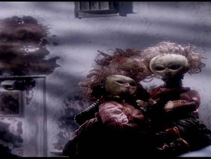 Un instante de 'The Doll's Breath'. En vídeo, el tráiler del corto.
