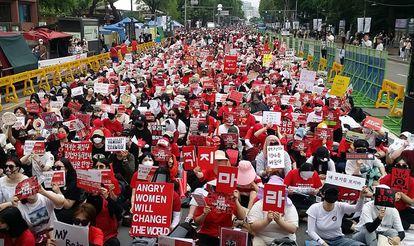 Imagen de una protesta en Seúl (Corea del Sur) el 9 de junio de 2018 contra las grabaciones no autorizadas que han sufrido algunas mujeres en este país.