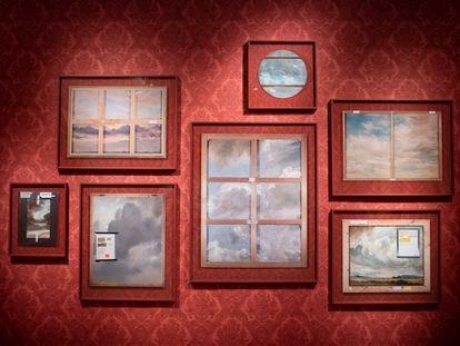 Fotos de la obra 'Los constables', del artista Walid Raad en el museo Thyssen.   Foto: Inma Flores