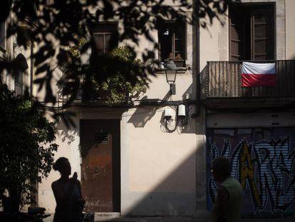 Plaza dels Traginers, en el barrio Gotico de Barcelona, con el balcón del piso descrito en el artículo.