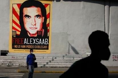 Un grafiti pide por la liberación del empresario colombiano Alex Saab, en la ciudad de Caracas, el 8 de septiembre de 2021.