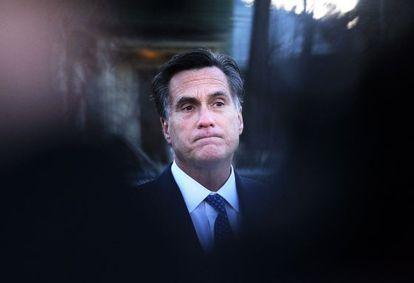 Mitt Romney, votando en su Estado de Massachusetts.