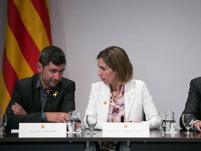 El presidente de la Cámara, Joan Canadell, junto a Àngels Chacon, exconsejera de Empresa, y el expresident Quim Torra.