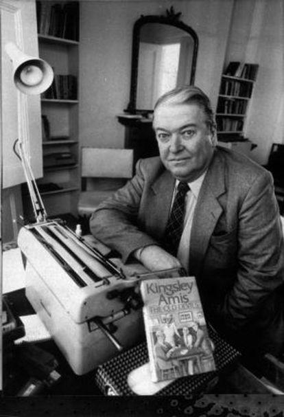 Kingsley Amis, gran amigo de Philip Larkin, retratado en 1987 con 'Los viejos demonios', la novela que le valió el Premio Booker.