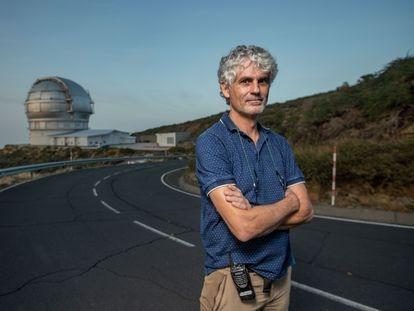 El ingeniero Javier Castro, jefe de Desarrollos del Gran Telescopio Canarias, en el Observatorio del Roque de los Muchachos (La Palma).